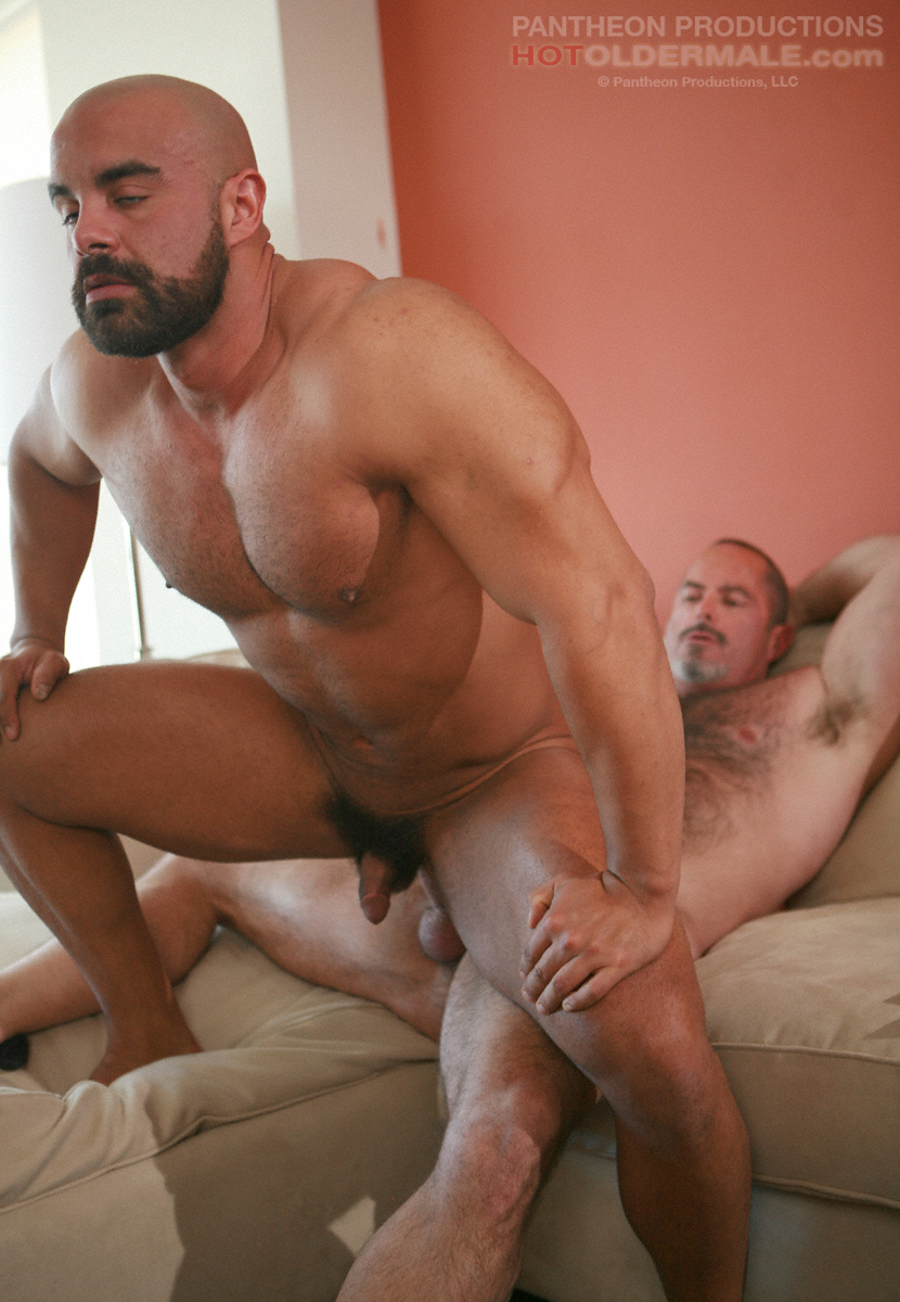 Bald hunk tony mouth fucks mature guy